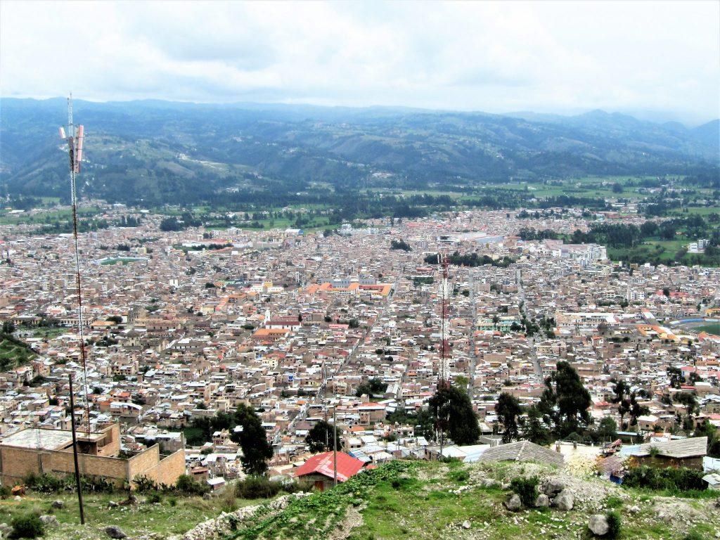 ペルー、カハマルカ、観光スポット、旅行、クンベ・マヨ