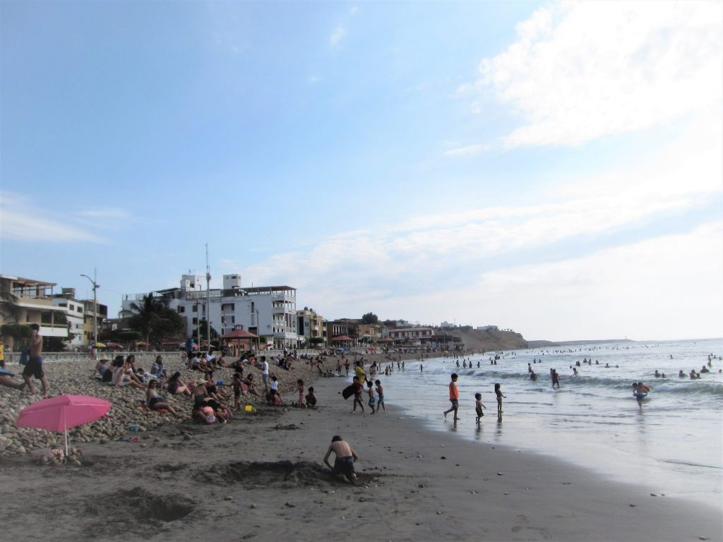 ペルー、パカスマヨ、ビーチ、サーフィング、観光
