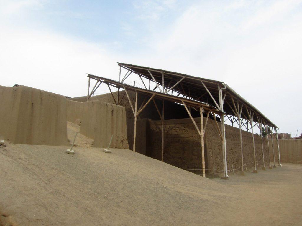 ペルー、観光、遺跡、ドラゴンのワカ