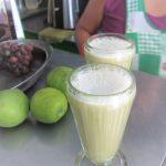 ペルー人大好きサトウキビ丸絞りの健康フレッシュジュース!