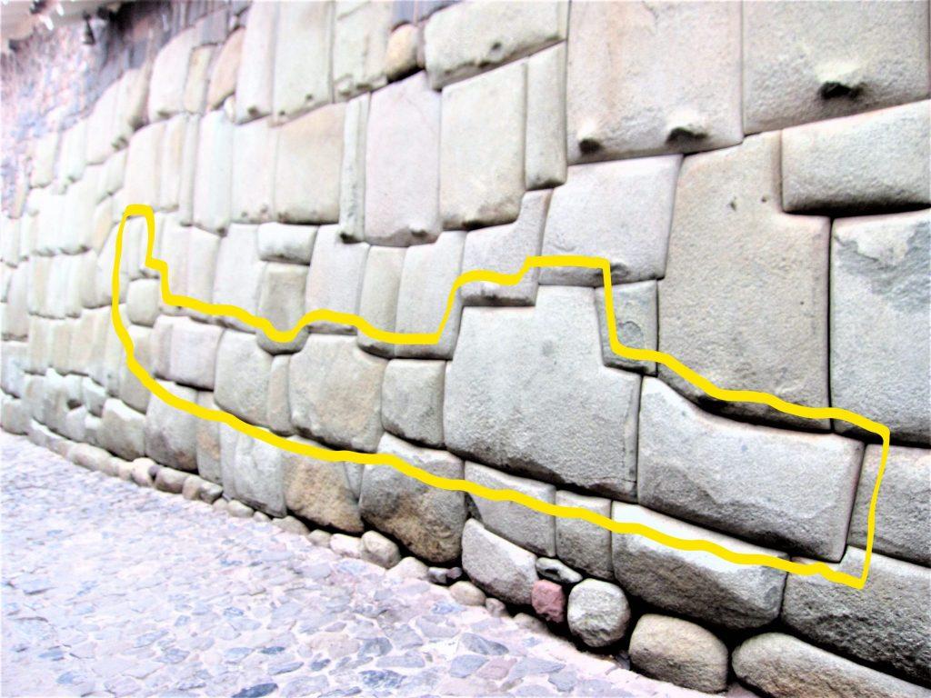 ペルー、クスコ、インカ、蛇