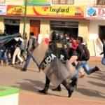 ペルー・クスコの大学生たちが暴動をおこし警察と衝突!大通りが血とガスの海!17年5月29日