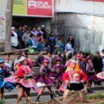ペルー・クスコでは、6月24日のインティライミまで2週間毎日パレードでダンスダンス!でも、交通規制はちゃんとしてほしい;
