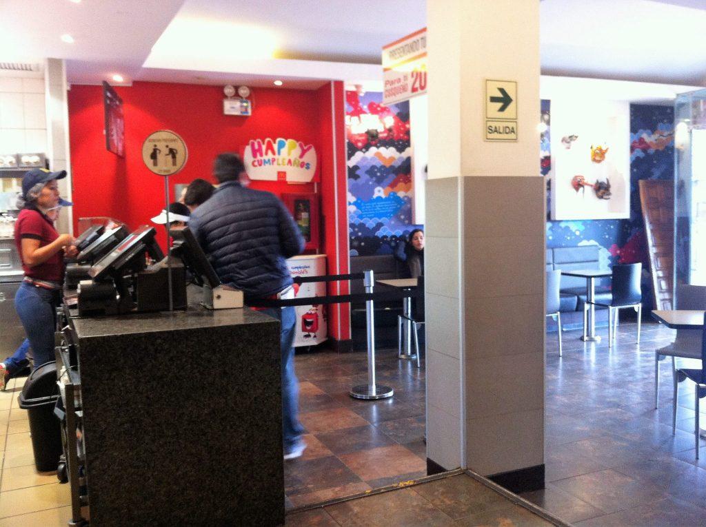 ペルー、クスコ、マクドナルド、レストラン