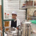 ペルーの朝ごはんは、基本皆さん屋台、移動式カート Ambulante で食べる?!Emoliente はスーパー健康ドリンク!