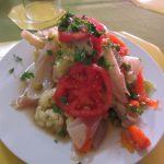 ペルー料理では、珍しい新鮮でカラフルなたっぷり野菜と鶏肉のマリネ Escabeche de Pollo エスカベーチェ・デ・ポヨのレシピ