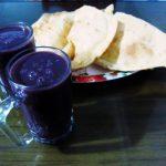 ペルー・クスコでも売っているティティカカ湖発祥のペルー料理 Api con Empanada! エンパナーダが巨大!アピは体が温まる