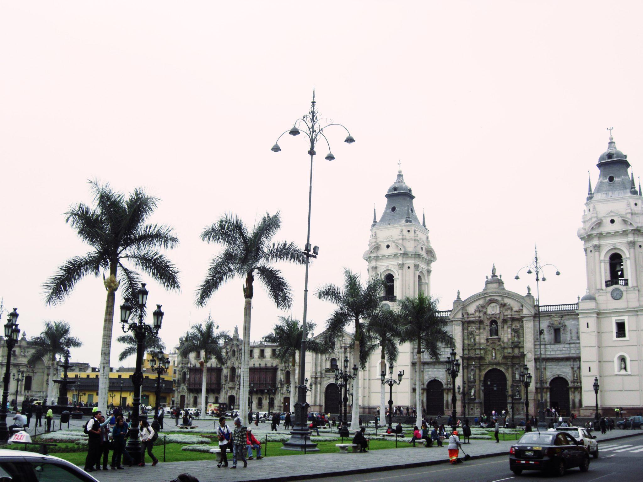 ペルー、リマ、観光スポット、アルマス広場、カテドラル、大統領官邸