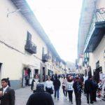 ペルー・クスコの Marqués 通りは、リマの La Unión ラ・ウニオン通りのようにいつも観光客でにぎやか