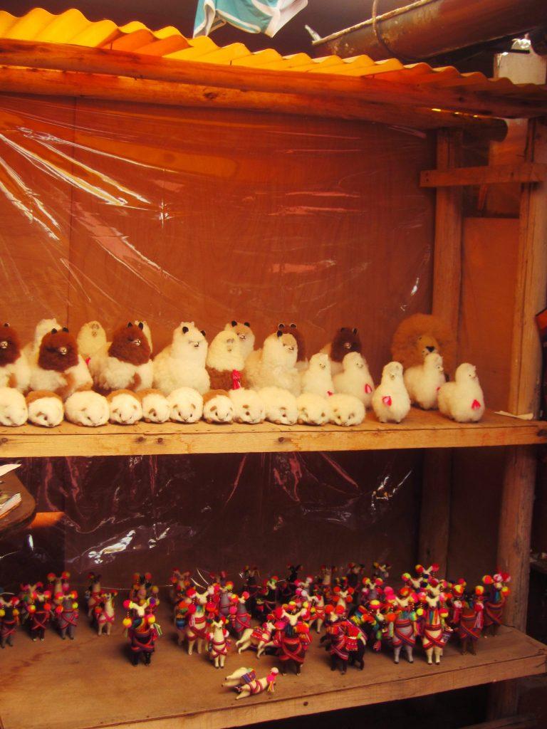 ペルー、クスコ、観光スポット、チンチェーロ、Chinchero、お土産、アンデス、織物ペルー、クスコ、観光スポット、チンチェーロ、Chinchero、お土産、アンデス、織物