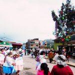 ペルー・クスコで見たペルーの2月の習慣 Yunza ジュンサ、または、Yunzada ジュンサーダでは、木を斧で切り倒した者勝ち!