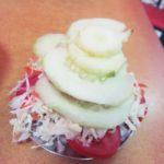 ペルー・クスコ外れにあるローストチキン屋さん Emperador のサラダは小皿に1杯まで無料だからどれだけ盛れるかやってみた!