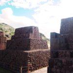ペルー・クスコの南の谷隠れ観光地!インカ帝国の遺跡 Pikillaqta ピキヤクタの Rumiqolqa ルミコルカ!まるで、ピラミッド!