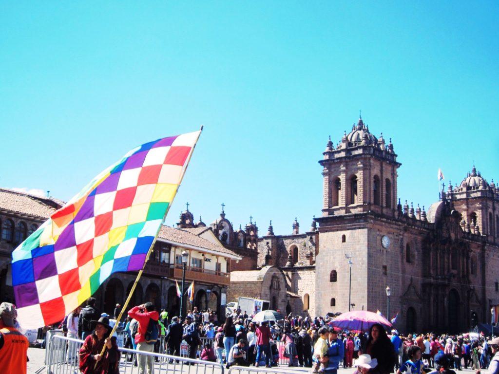 クスコ, 旗, 虹