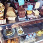 ペルー・クスコ・サンブラスの外国人観光客が集うカフェ Pantastico のパンとデザートは、ホテル直属のおいしいパン屋さん直送だからおすすめ!