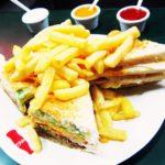 ペルー・リマのお金持ちたちに今でも人気の老舗レストラン Las 4 estaciones は、ジュース、ハンバーガー、サンドイッチが大人気!