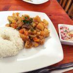 ペルー・クスコの安いレストラン Los Begoniales!学生も多い!牛の足首ペルー料理 Revuelto de Patita