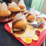 ペルー・クスコのアルマス広場にあるファーストフード・レストラン BEMBOS 2階からの景色は、おすすめ!クーポンを使って、ハンバーガー大人買いしてみた結果あまりお得ではなかった!