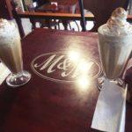 ペルー・クスコの Limacpampa 広場にあるフラッペがおいしいカフェ M and M