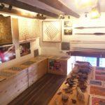 ペルー・クスコのジャングルの工芸品が買えるお土産ショップ XAPIRi