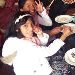 ペルー人の少女たちが初めてのたこ焼きチャレンジ! Takoyaki Challenge in Peru