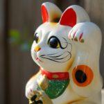 日本の招き猫とペルーのエケコ人形  Ekeko
